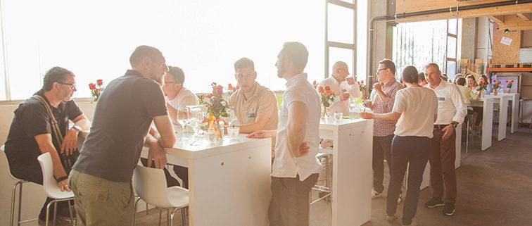 Schönes Ambiente der 25-Jahre-Feier in den Räumlichkeiten von Wagner Schriften in Wohlen