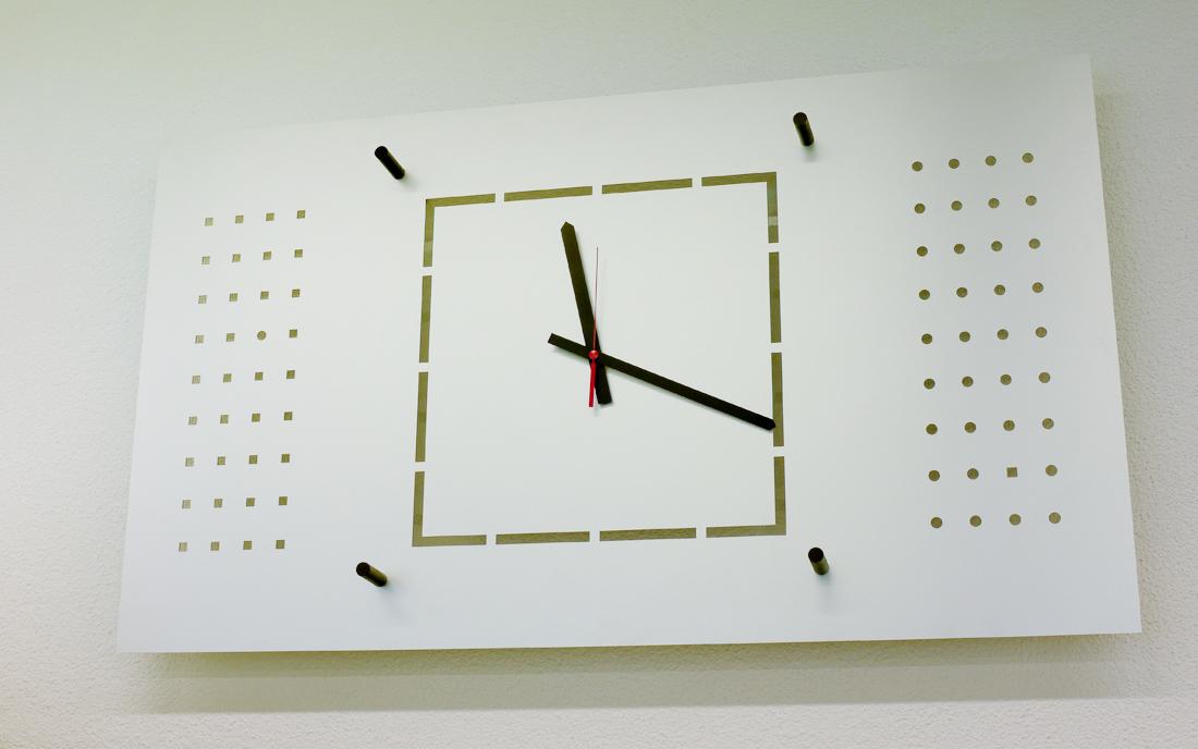 Magnetwand_mit-Uhr