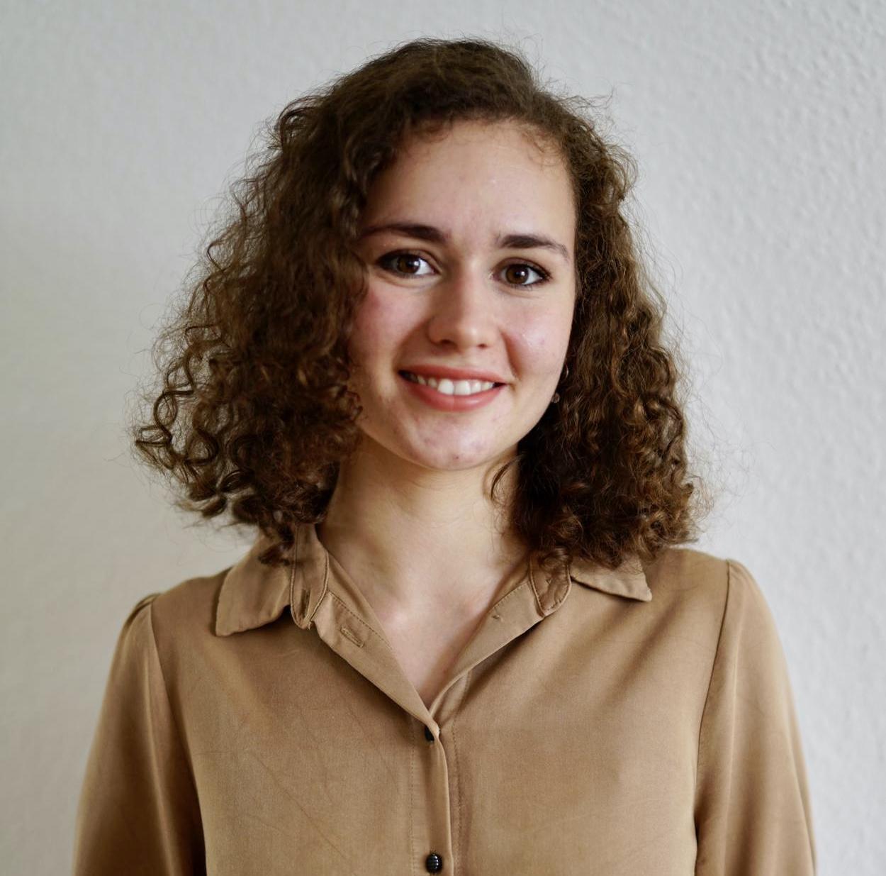 Lara_Fischer_ab.1.August_wieder-im-Wagner-Schriften-Team
